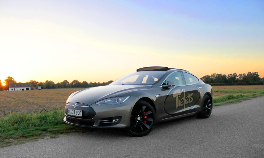 Tesla Sonnenuntergang.jpg